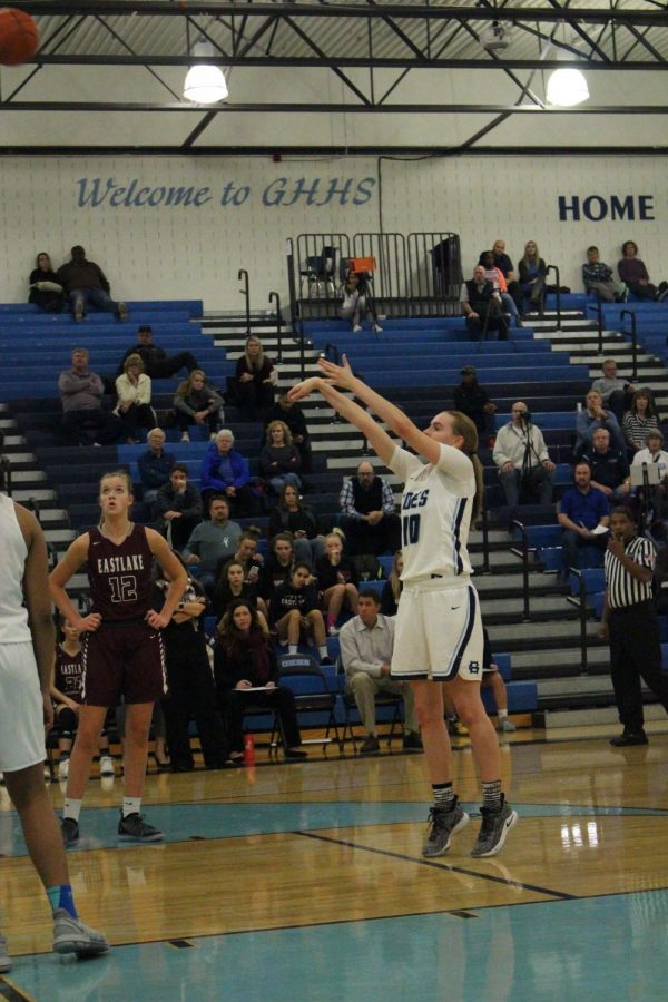 Girls+Basketball+star+senior+Brynna+Maxewell+shoots+a+freethrow+from+the+line.+Photo+taken+by+Tatum+Benson